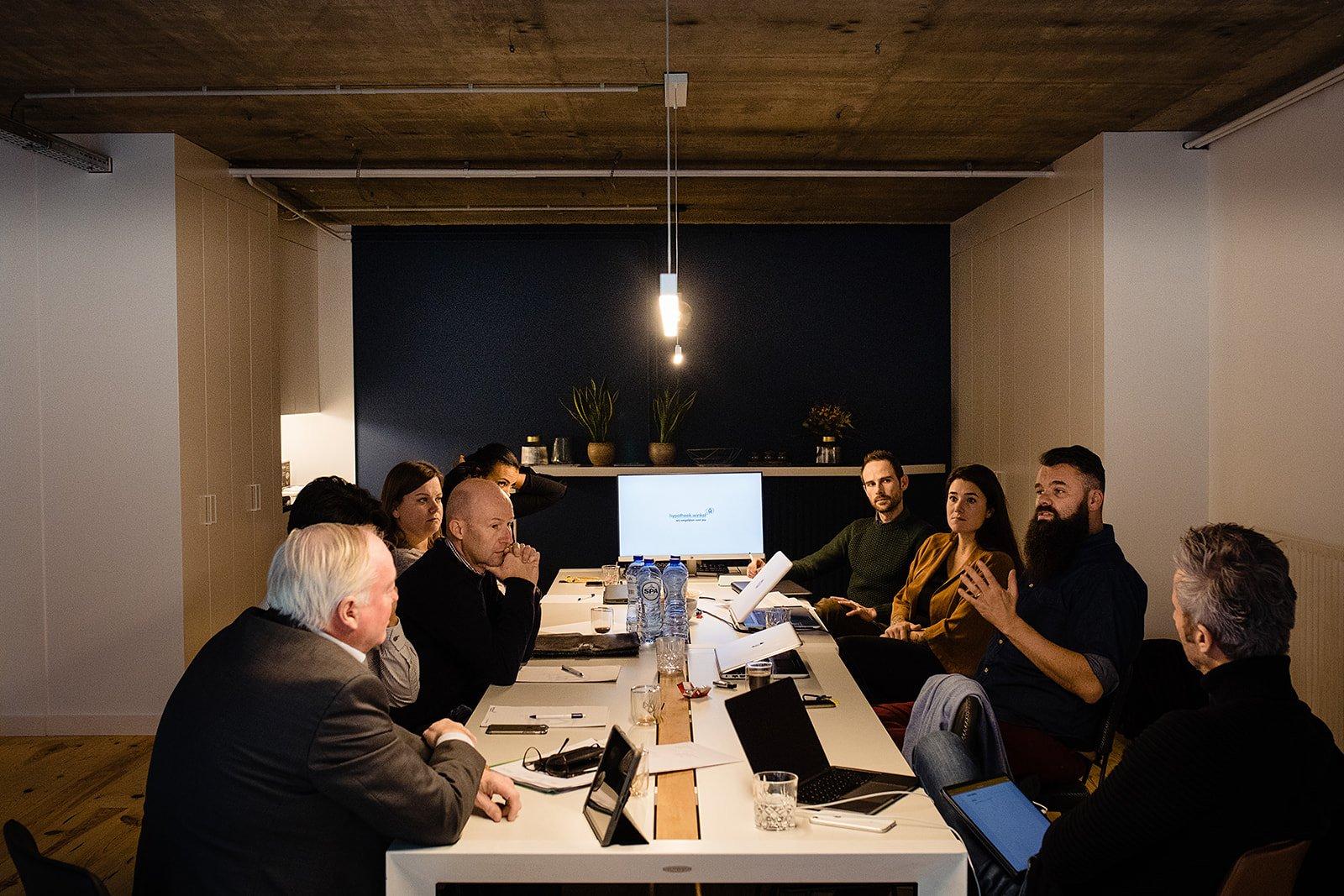 Hypotheekwinkel team meeting at the office